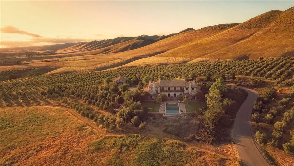 9 vineyards and wineries for your valentine