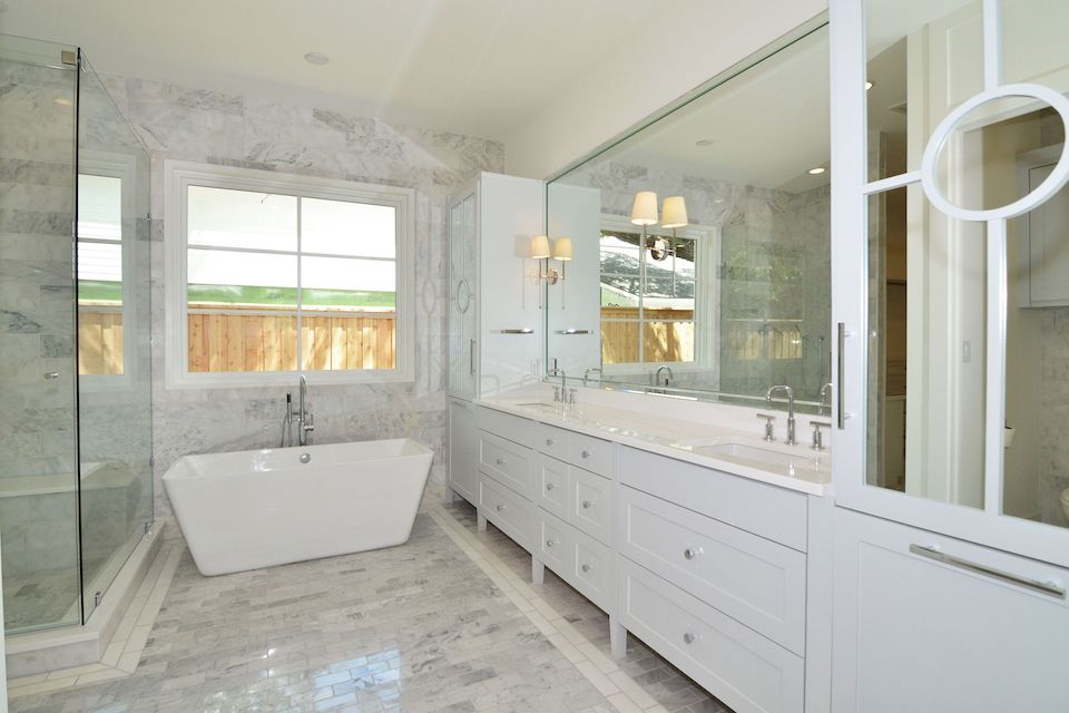 4314 Nortcrest Bathroom