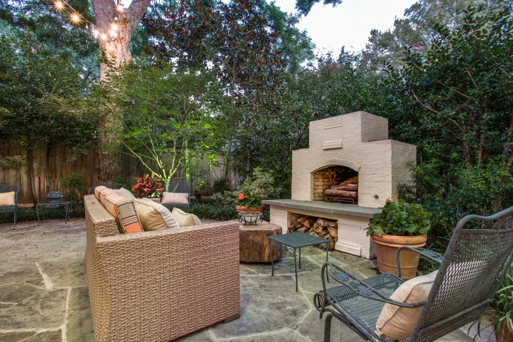 10 Outdoor Fireplaces Just In Time For Fall