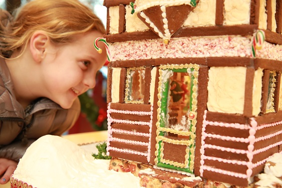 Gingerbread Stroll Assists Community Partners of Dallas