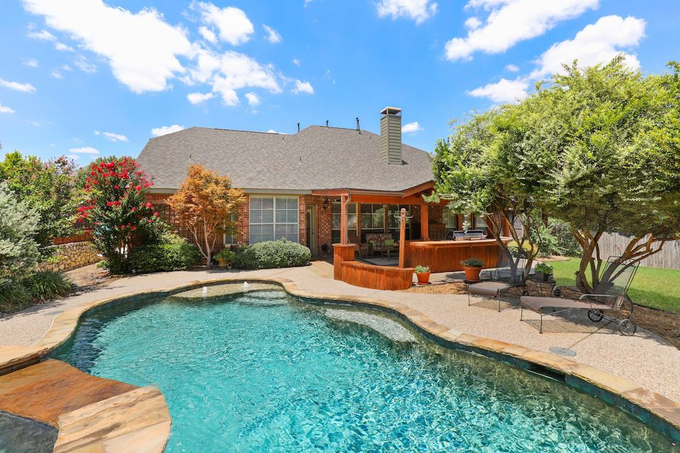 813 CORALBERRY DRIVE