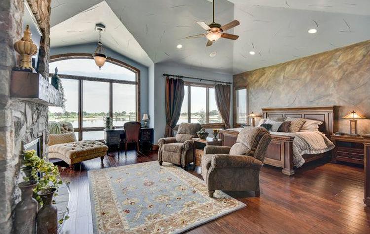 Windsor Home on the Lake