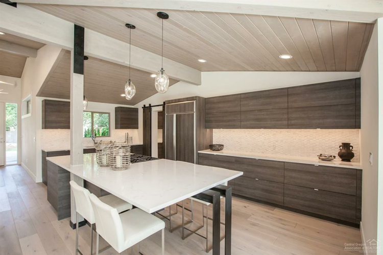 10 Homes For Sale in Bend, Oregon With Amazing Kitchens - The Local ...
