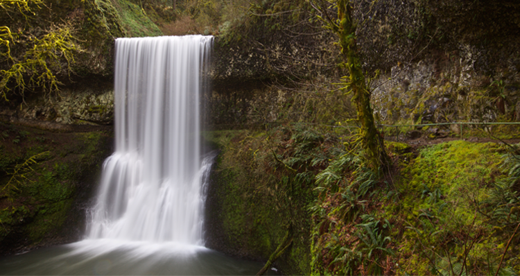 The Most Stunning Waterfalls to Visit in Oregon + Washington, Mapped