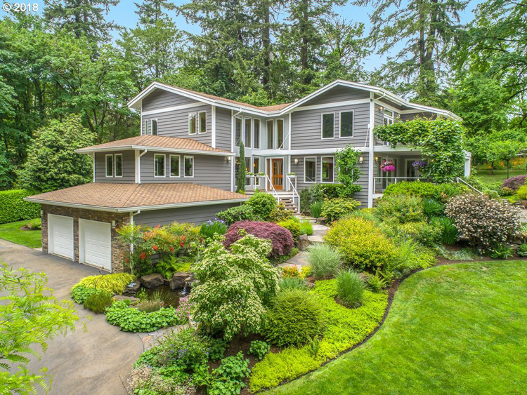 Home for Sale in Lake Oswego, OR