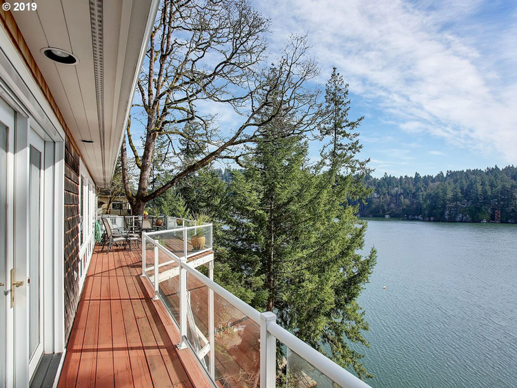 Waterfront Homes in Lake Oswego, OR
