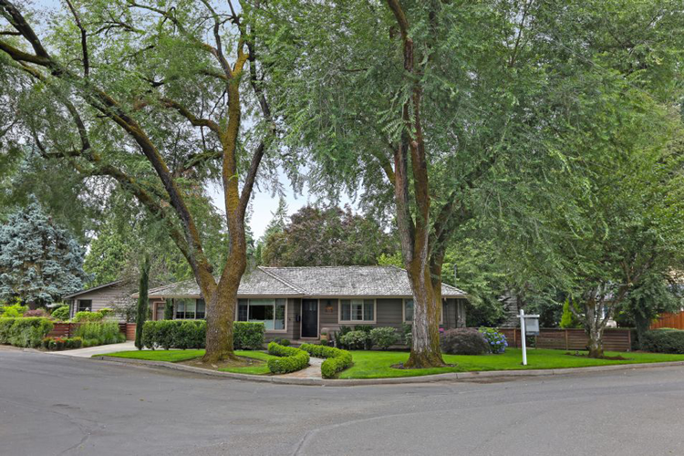 615 Lake Bay Court, Lake Oswego
