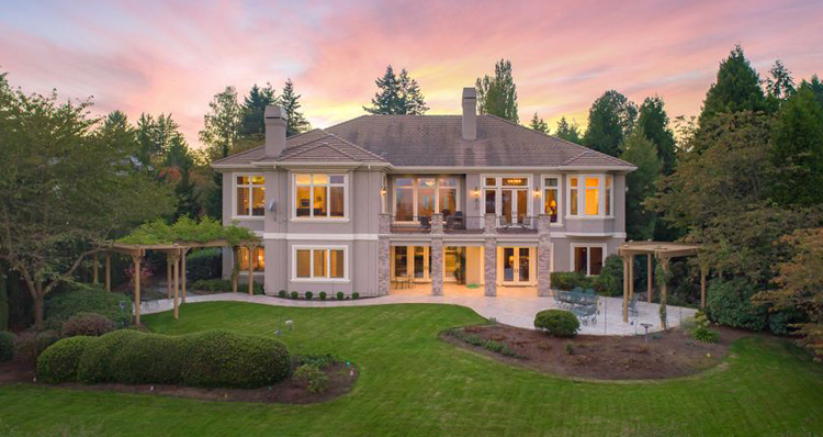 8 Oregon Homes for Sale With Lots of Space   Acreage + Square Footage