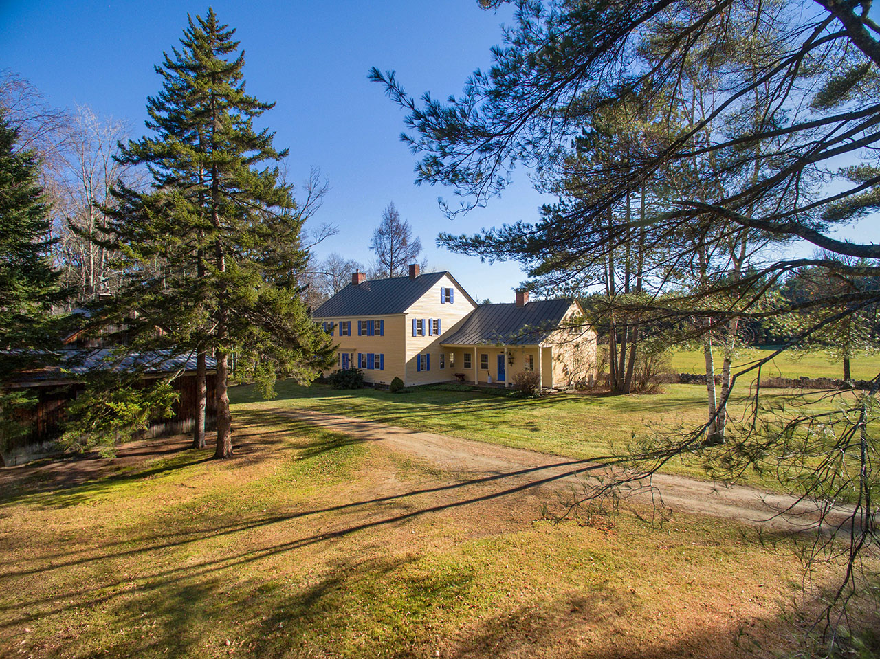 New england homes for the skier me1071 me1215 nh0440 for Vermont country homes