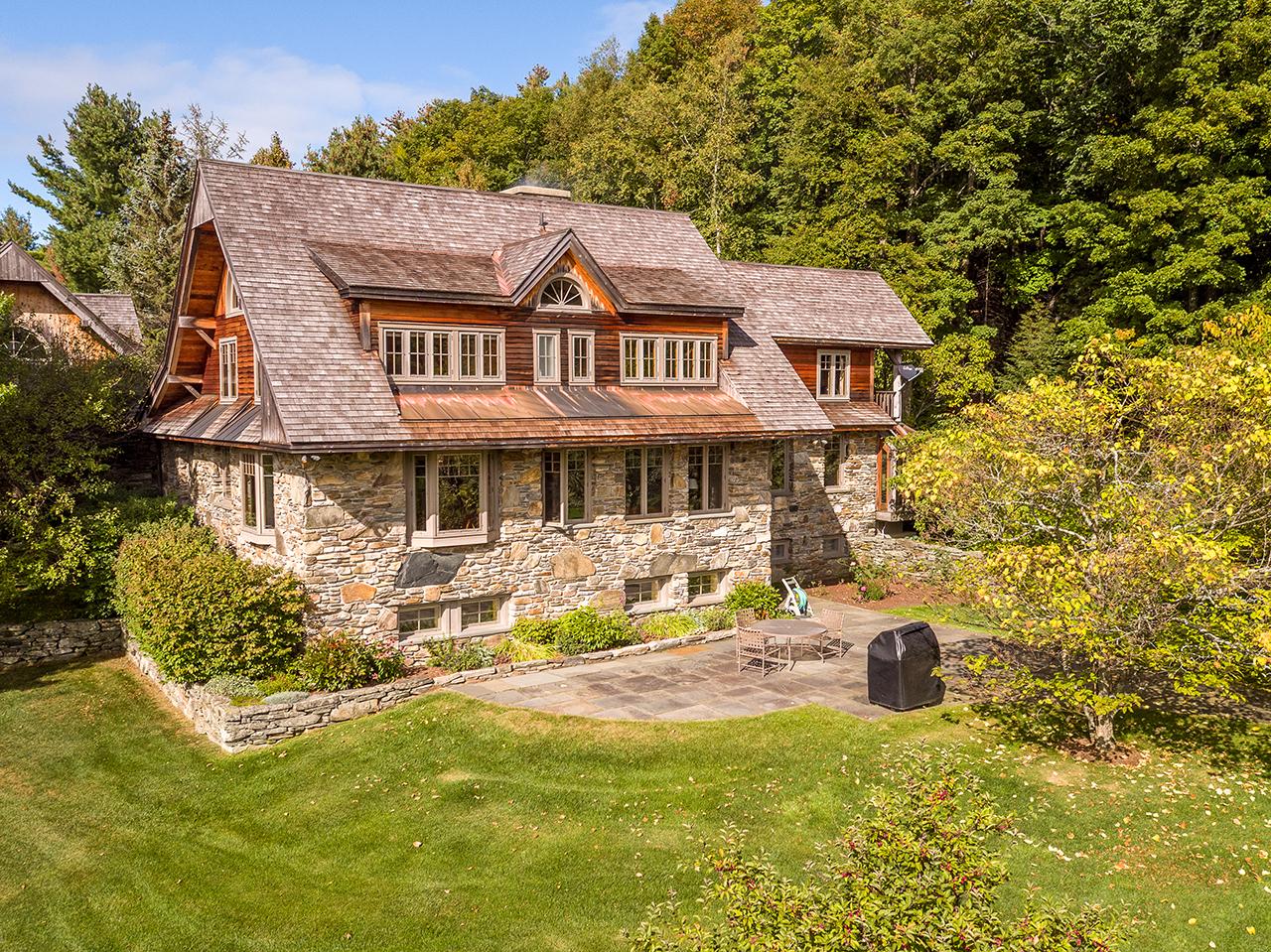 VT0812 Stone Cottage 1