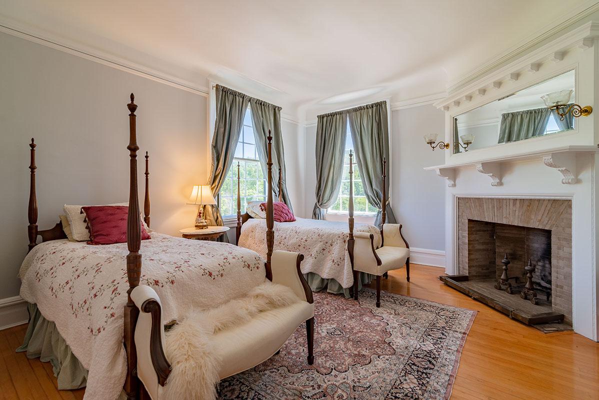 brook farm. VT0837-Mademoiselle Room at Brook Farm Vineyards