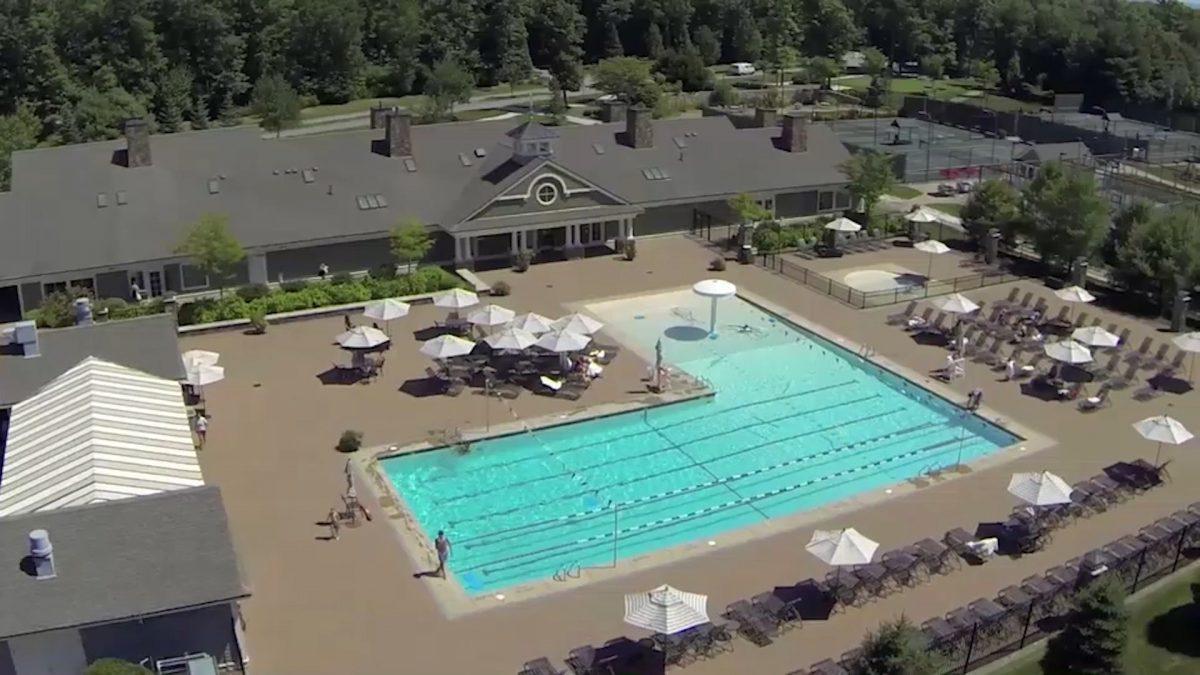 Bay club Pool