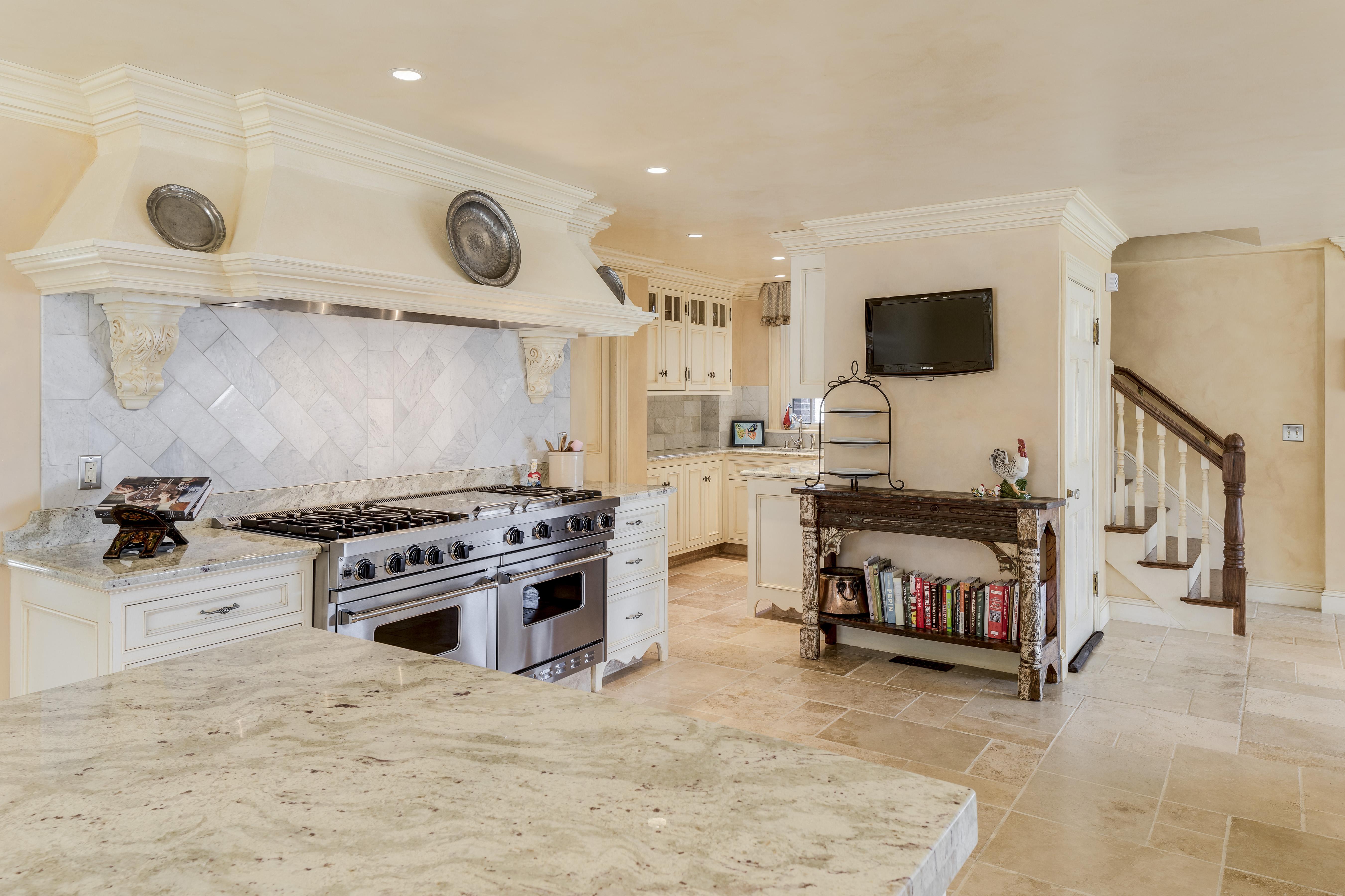 Luxury Home - kitchen