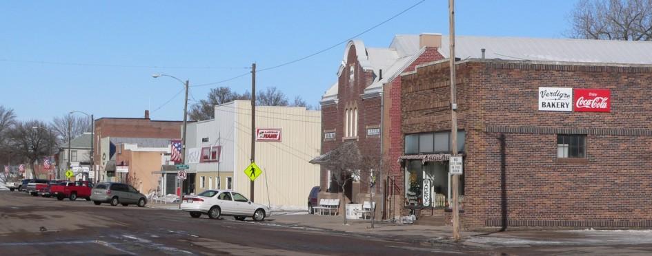 Verdigre,_Nebraska_-_E_side_Main_St_N_from_5th