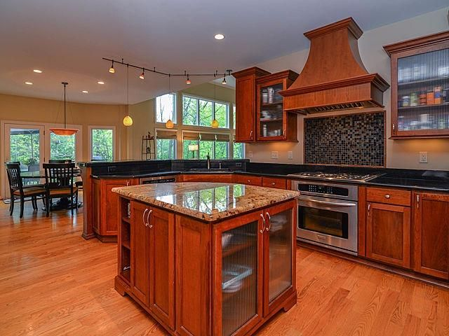 1542 Newport Creek Drive - Kitchen