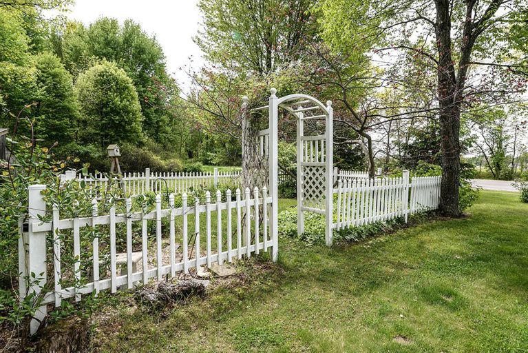 3355 Dexter Trail - Garden