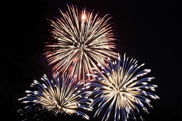 fireworks-459174_640