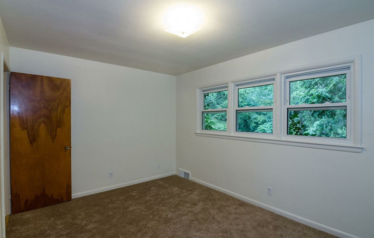 1537 Woodland - Bedroom