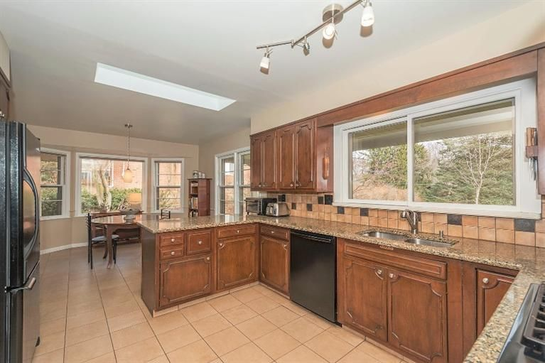 3011 Provincial Drive - Kitchen