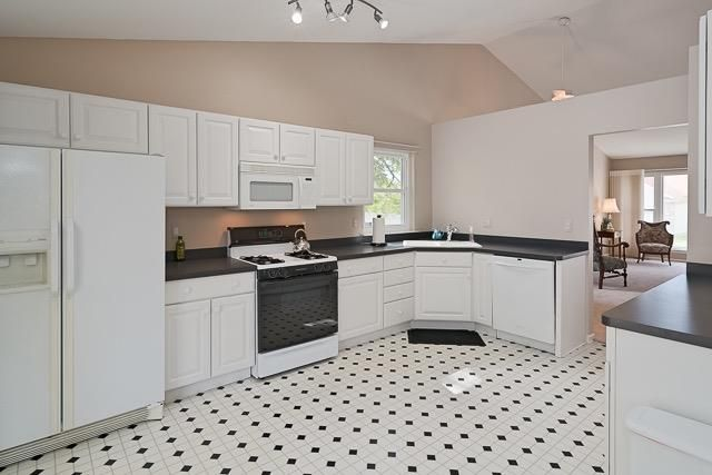 3799 Santa Fe - Kitchen