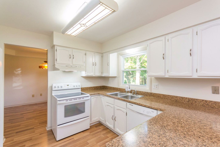 3729 Cloverlawn Ave - Kitchen