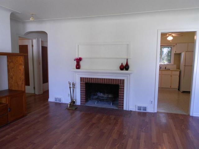 940 Rose - Fireplace