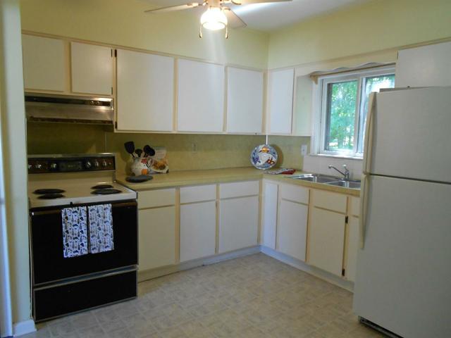 940 Rose - Kitchen