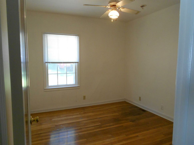 940 Rose - Bedroom