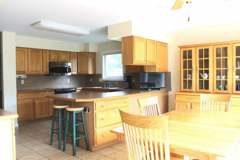582 Castlebury- Kitchen