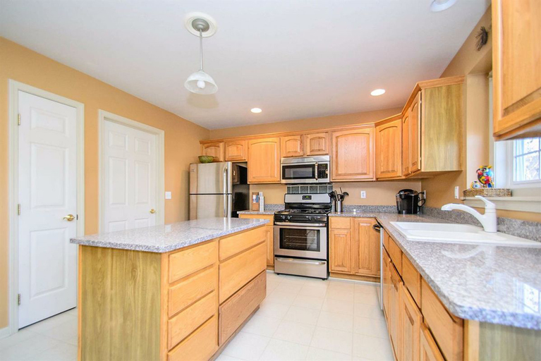 311 Castlebury Drive - Kitchen