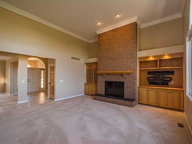 343 Crestway - Fireplace
