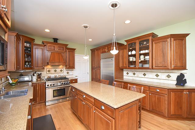 1175 Overidge View Court - Kitchen