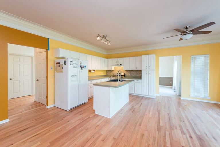 9121 Lakewood Drive - Kitchen