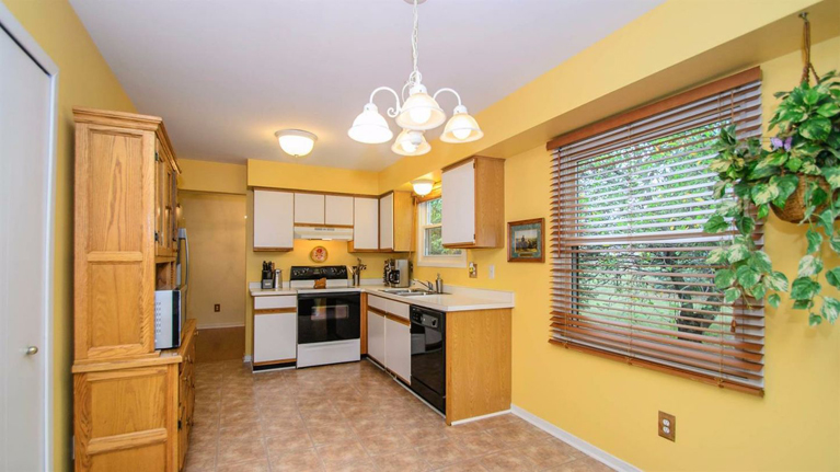 8417 Barrington Drive - Kitchen