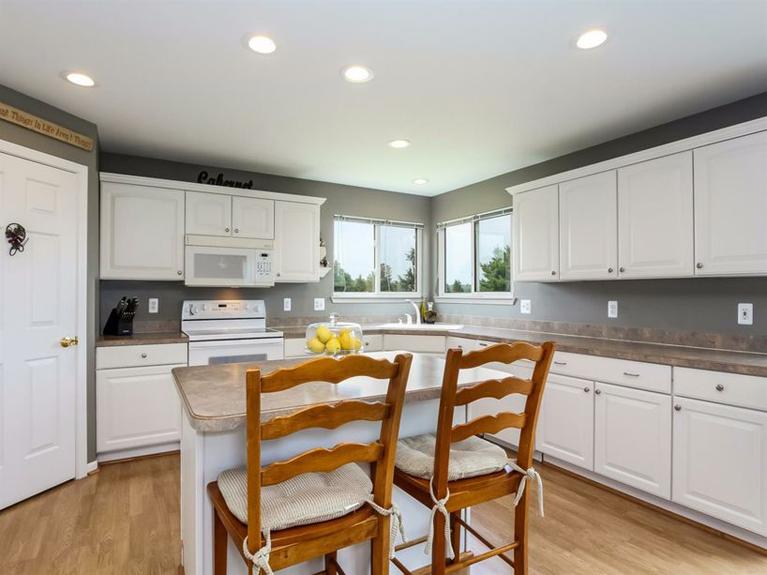 11900 Island Lake Rd - Kitchen