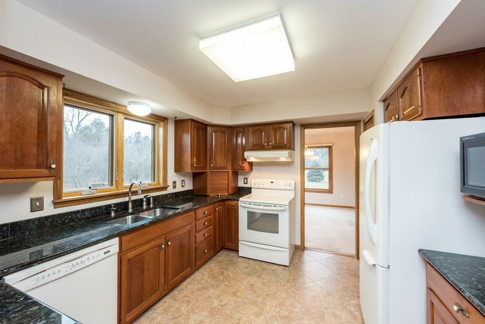 2344 Tessmer Road - Kitchen