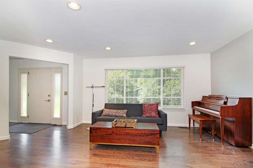 2105 Londonderry - Entry