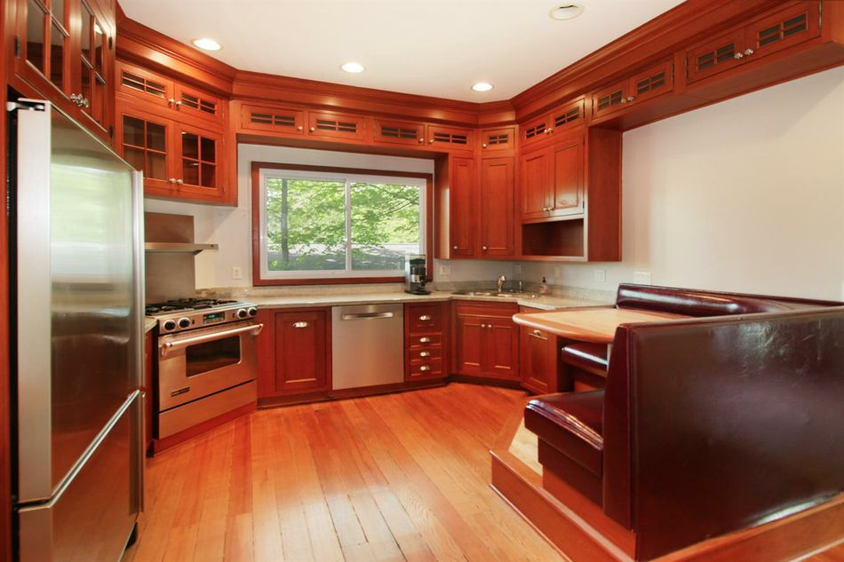 1460 Pear - Kitchen