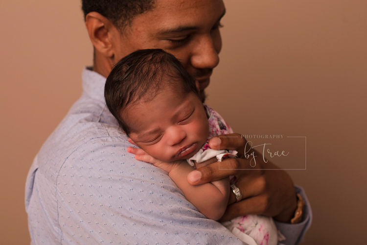 Photography by Trae Belleville Michigan family photographers newborn