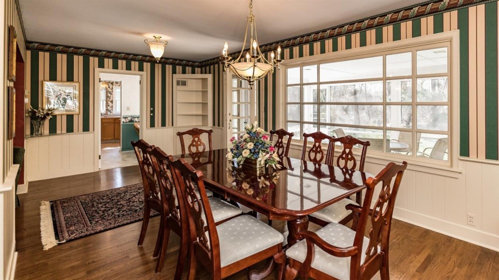 704 W. Pottawatamie Street - Formal Dining