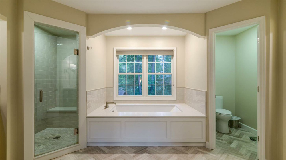 5345 Overbrook - Master bath