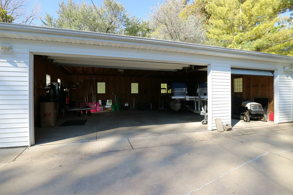 197 E. Vandercook Drive - Garage