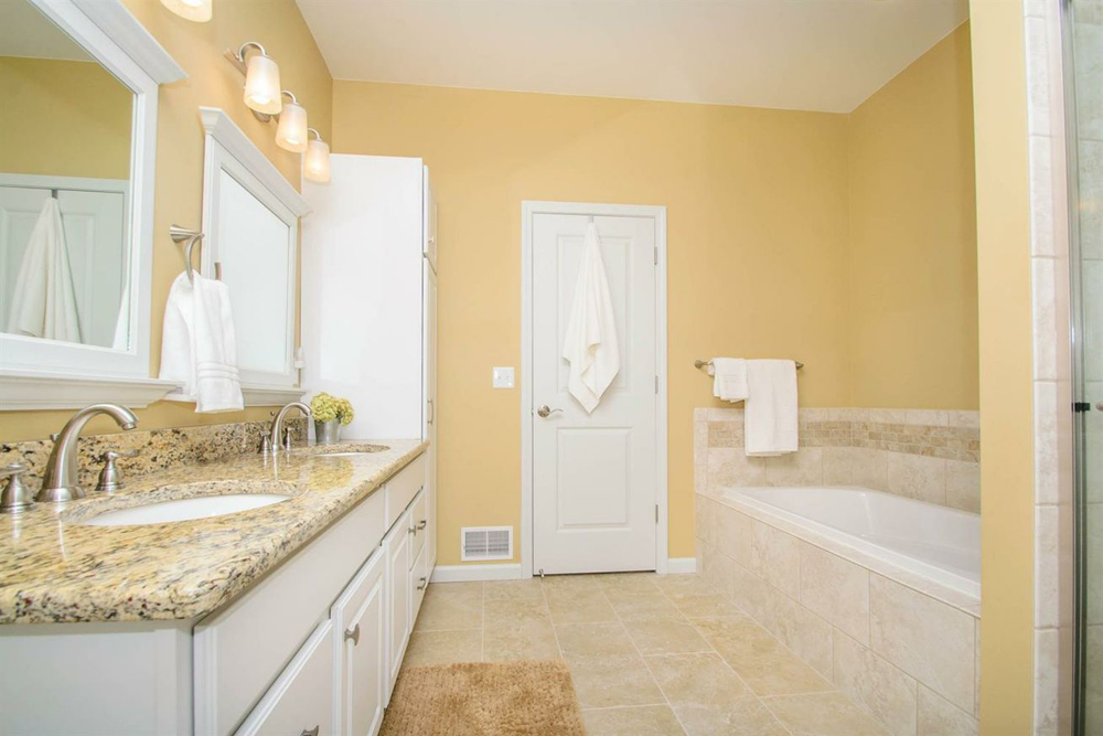 10216 Valley Farms - Master Bath