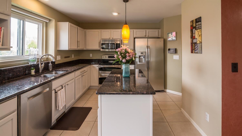303 Sedgewood Lane - Kitchen