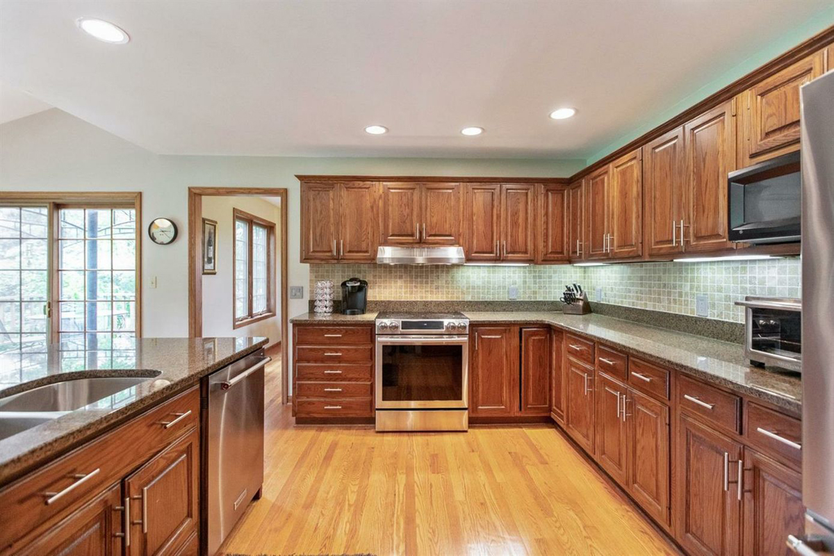 3737 Bradford Square - Kitchen