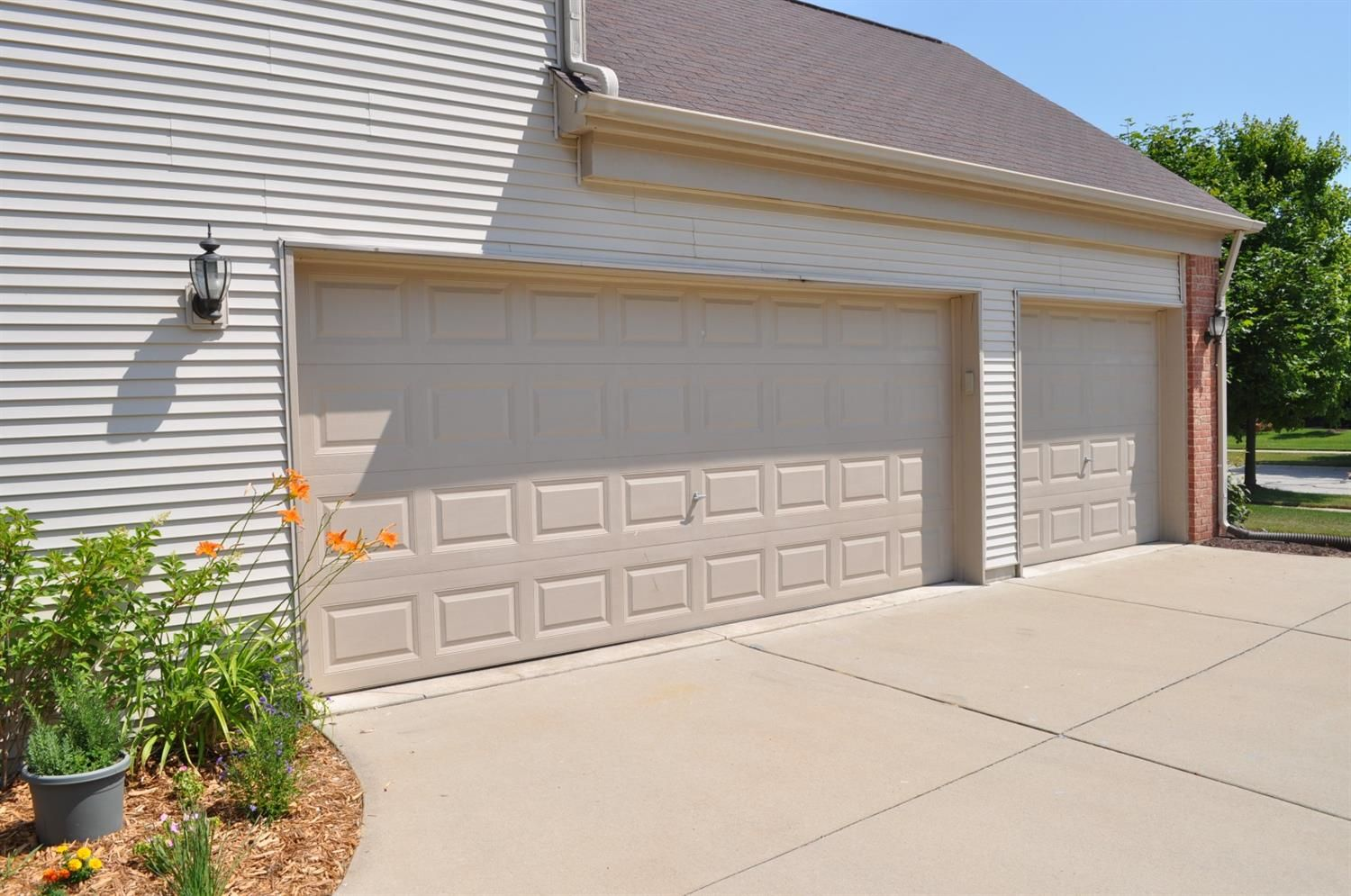 8232 Blue Jay Drive - Garage