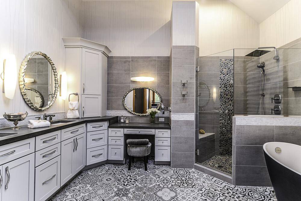 8510 Oak Ridge - Master Bathroom