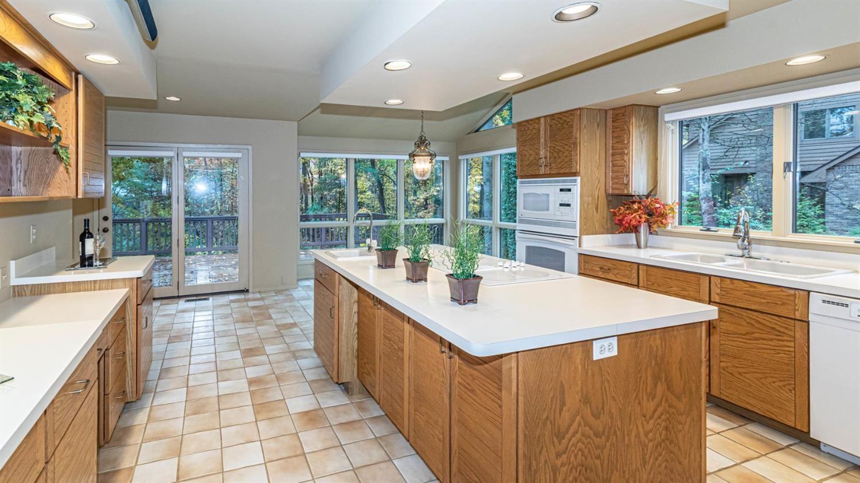750 Barclay - Kitchen