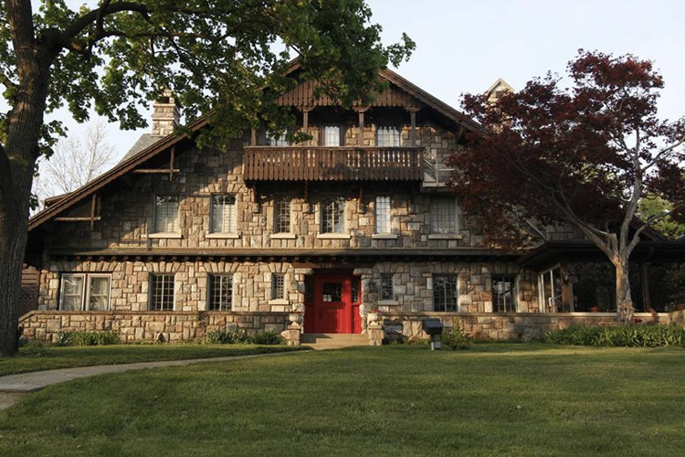Stone Chalet Bed and Breakfast | Romantic Hotels Near Ann Arbor