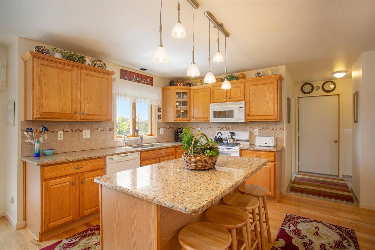 9205 Sharon Hills Court - Kitchen